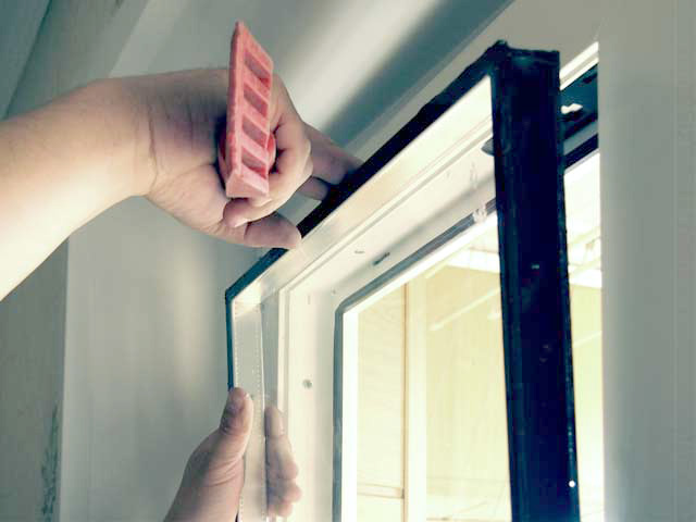 Извлечение стеклопакета из окна - расселение