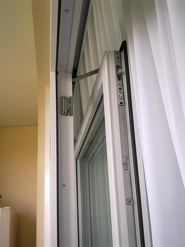 Раздвижные пластиковые двери патио на лоджии в москве.
