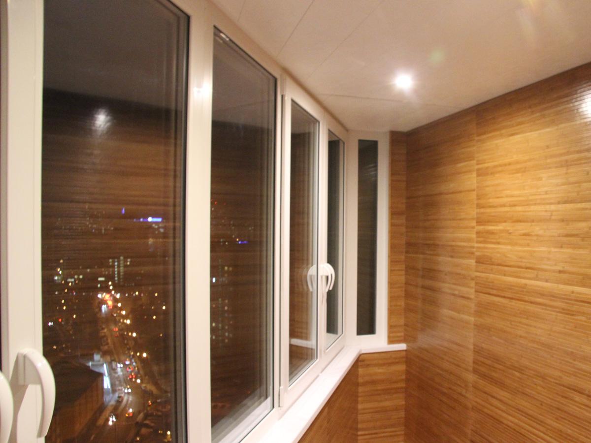 Остекление балкона оригинальной формы пластиковыми окнами в .